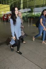 Elli Avram snapped at airport on 26th Jan 2017 (1)_588aec94b92a8.JPG