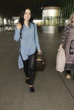 Elli Avram snapped at airport on 26th Jan 2017 (8)_588aeca9772a7.JPG