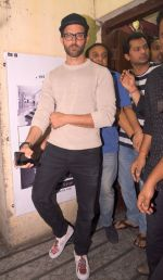 Hrithik Roshan snapped at PVR on 25th Jan 2017 (16)_588ae743d8a36.JPG