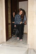 Kareena Kapoor and Sophie Chaudhary snapped at Manish Malhotra house on 26th Jan 2017 (12)_588aef21081a9.jpg