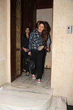 Kareena Kapoor and Sophie Chaudhary snapped at Manish Malhotra house on 26th Jan 2017 (13)_588aef3f599c9.jpg