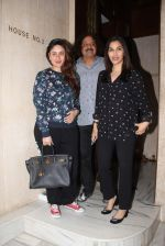 Kareena Kapoor and Sophie Chaudhary snapped at Manish Malhotra house on 26th Jan 2017 (17)_588aef2680ed4.jpg