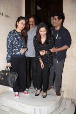 Kareena Kapoor and Sophie Chaudhary snapped at Manish Malhotra house on 26th Jan 2017 (18)_588aef4860dc0.jpg