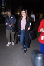 Alia Bhatt snapped at airport on 28th Jan 2017 (42)_588df17d182a1.JPG