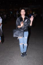 Huma Qureshi snapped at airport on 28th Jan 2017 (16)_588df1a27d344.JPG
