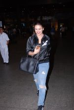 Huma Qureshi snapped at airport on 28th Jan 2017 (18)_588df1a49f169.JPG