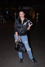 Huma Qureshi snapped at airport on 28th Jan 2017 (24)_588df1ab421c8.JPG