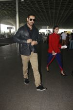 John Abraham snapped at airport on 28th Jan 2017 (26)_588dfd3104bed.JPG
