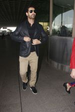 John Abraham snapped at airport on 28th Jan 2017 (29)_588dfd36ee4e9.JPG