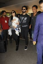 Shahid Kapoor, Mira Rajput snapped at airport on 28th Jan 2017 (43)_588dfd7d00204.JPG