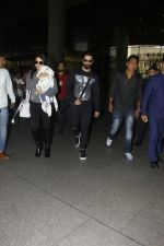 Shahid Kapoor, Mira Rajput snapped at airport on 28th Jan 2017 (44)_588dfd80a5443.JPG
