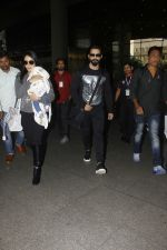 Shahid Kapoor, Mira Rajput snapped at airport on 28th Jan 2017 (45)_588dfd3ce7d8d.JPG