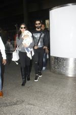Shahid Kapoor, Mira Rajput snapped at airport on 28th Jan 2017 (48)_588dfd8722d2b.JPG