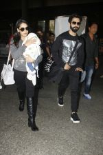 Shahid Kapoor, Mira Rajput snapped at airport on 28th Jan 2017 (51)_588dfd434a645.JPG