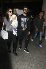 Shahid Kapoor, Mira Rajput snapped at airport on 28th Jan 2017 (52)_588dfd8c75163.JPG