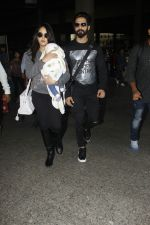Shahid Kapoor, Mira Rajput snapped at airport on 28th Jan 2017 (54)_588dfd8f834ef.JPG