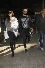 Shahid Kapoor, Mira Rajput snapped at airport on 28th Jan 2017 (60)_588dfd9a5fe1b.JPG