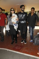 Shahid Kapoor, Mira Rajput snapped at airport on 28th Jan 2017 (62)_588dfd9cc8620.JPG