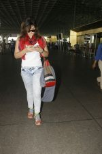 Zareen Khan snapped at airport on 28th Jan 2017 (24)_588dfd7d20aad.JPG