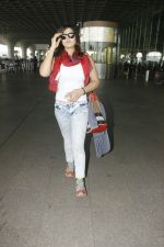 Zareen Khan snapped at airport on 28th Jan 2017 (30)_588dfd973f690.JPG