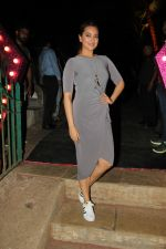 sonakshi sinha spotted at bandra fort (1)_588df5069ba1a.jpg