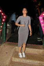 sonakshi sinha spotted at bandra fort (3)_588df4ea97469.jpg