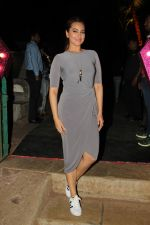 sonakshi sinha spotted at bandra fort (5)_588df4f9312ef.jpg