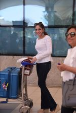 Farah Khan Ali snapped at domestic airport on 29th Jan 2017 (29)_588ee43a0d815.JPG