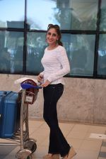 Farah Khan Ali snapped at domestic airport on 29th Jan 2017 (31)_588ee43d8c5cc.JPG