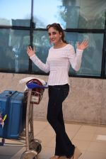 Farah Khan Ali snapped at domestic airport on 29th Jan 2017 (33)_588ee441159c4.JPG
