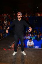 Hrithik Roshan promote Kaabil on the sets of The Kapil Sharma Show on 29th Jan 2017 (14)_588edd795fdbf.jpg