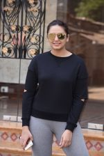Huma Qureshi snapped at Royal Opera House as she went to shoot for House of Kotwara_s new fashion shoot on 29th Jan 2017 (10)_588ee7214c02b.JPG