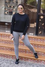 Huma Qureshi snapped at Royal Opera House as she went to shoot for House of Kotwara_s new fashion shoot on 29th Jan 2017 (11)_588ee72305d84.JPG