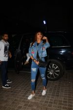 Shilpa Shetty and family snapped at pvr juhu on 29th Jan 2017 (2)_588edcfca8fc4.jpg