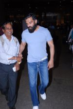 Sunil Shetty snapped at airport on 29th Jan 2017 (8)_588edfed99dcc.JPG