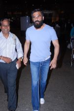 Sunil Shetty snapped at airport on 29th Jan 2017 (9)_588edfef52aeb.JPG