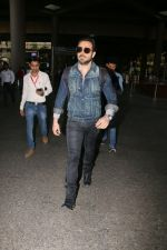 Emraan Hashmi snapped at airport on 30th Jan 2017 (25)_5890304e1624d.jpg