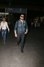 Emraan Hashmi snapped at airport on 30th Jan 2017 (28)_589030518fa70.jpg
