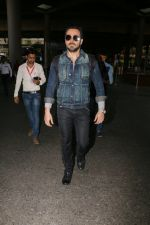 Emraan Hashmi snapped at airport on 30th Jan 2017 (29)_58903052c659e.jpg