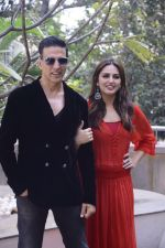 Huma Qureshi, Akshay Kumar at Jolly LLB 2 photo shoot on 30th Jan 2017 (8)_589030099fb1d.jpg