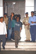 SRK arrives from Pune on 30th Jan 2017 (3)_589038e784b1a.JPG