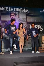 Shah Rukh Khan, Sunny Leone, Nawazuddin Siddiqui at Raees success bash in Mumbai on 30th Jan 2017 (85)_58903a0d63721.JPG