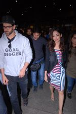 Hrithik Roshan, Yami Gautam  snapped at airport on 31st Jan 2017 (25)_5891882d2eb04.JPG