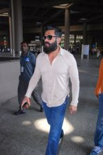 Sunil Shetty snapped at airport on 31st Jan 2017 (10)_589188138c2f5.JPG