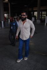 Sunil Shetty snapped at airport on 31st Jan 2017 (9)_589188122e197.JPG