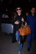 Sushmita Sen snapped at airport on 31st Jan 2017 (13)_5891881e44eae.JPG