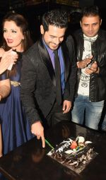 Kaishav Arora celebrating his Birthday at the Launch of DIA- Deepshikha Institute Of Acting & birthday bash of Kaishav Arora on 5th Feb 2017_589824a1804c7.JPG