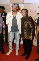 Yogesh Lakhani with Hrithik Roshan at 3rd Bright Awards 2017 in Mumbai on 6th Feb 2017_589993fb44364.JPG
