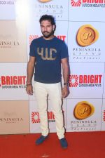 Yuvraj Singh at 3rd Bright Awards 2017 in Mumbai on 6th Feb 2017_589994098e412.JPG