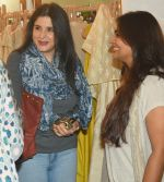 Maheep Kapoor and Jyoti Mukherji at Araaish Exhibition on 7th Feb 2017